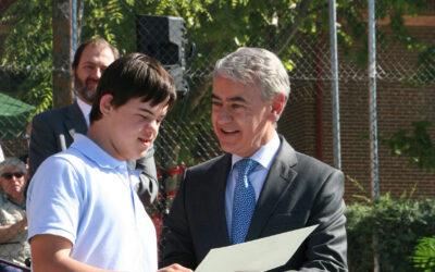 Aldovea entrega un premio especial de honor a Felipe Calvo Domper